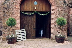 The gorgeous Spanish Barn doesn't need anything flamboyant as it is such a lovely building. The gorgeous wooden doors have a simple garland to hang from them.