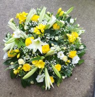 40 cm Posy pad in Lemon and White